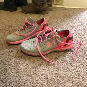 NWOT Under Armour running shoes